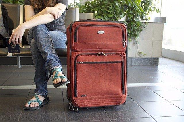 cestovní kufr na letišti