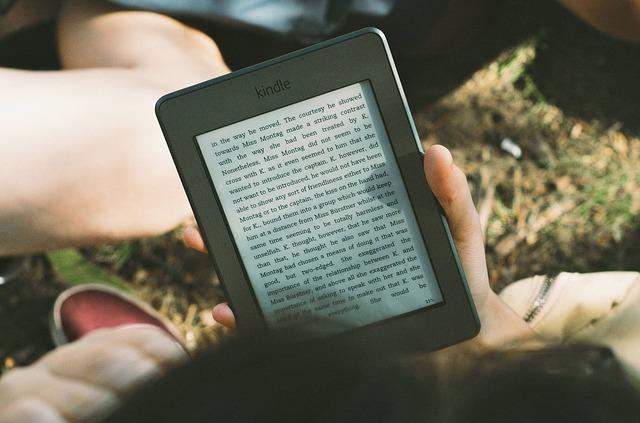 knihy a čítačka.jpg